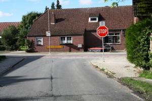 das erste Buttforder STOP-Schild!!