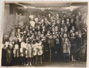 Theater-Gruppe der Buttforde Schule. Das Jahr der Aufnahme ist leider unbekannt.